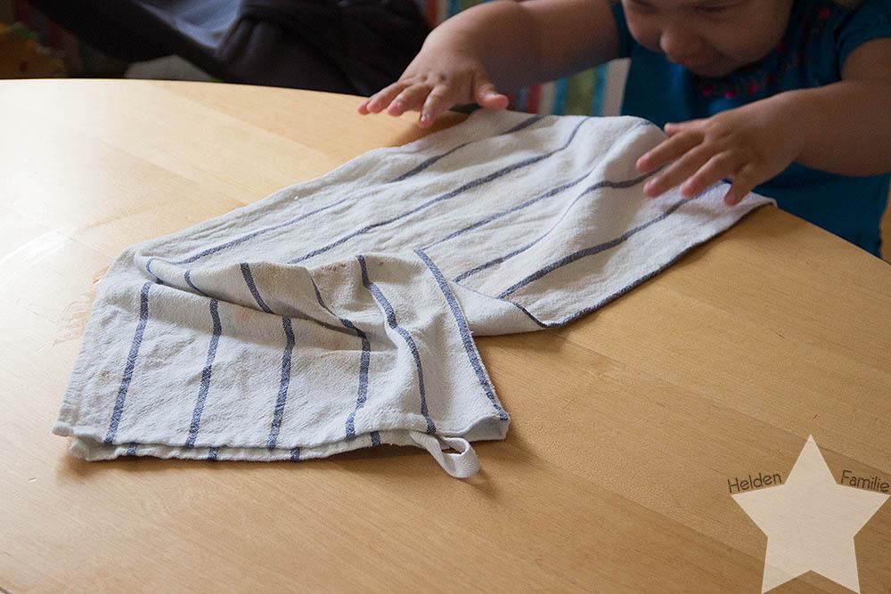 Haushalt, Uni & Familie - 12von12 im Juni - Kleinkind hilft wischen