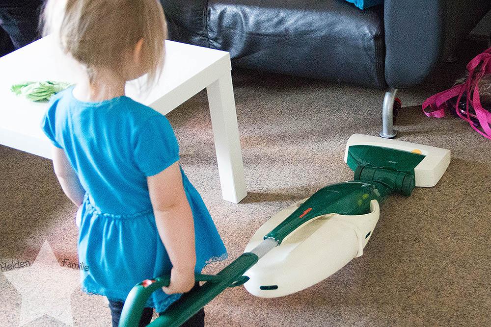 Haushalt, Uni & Familie - 12von12 im Juni - Kleinkind hilft Staubsaugen
