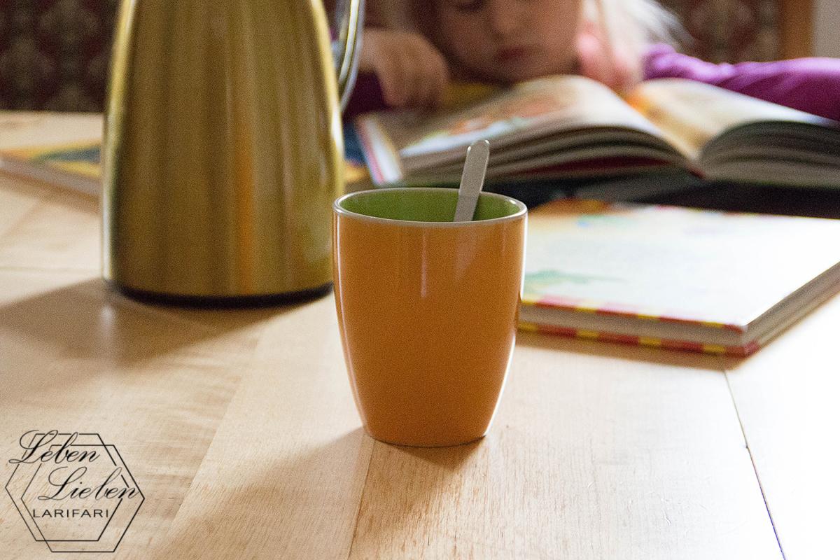 12von12 und Wochenende in Bildern - viel Arbeit und ein neuer Apfelbaum - Kleinkind guckt Bücher