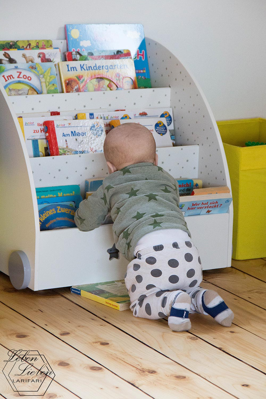 Baby zieht sich hoch - #WIB