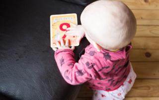 9 Monate Jona - Stehen, Robben & Quatschen