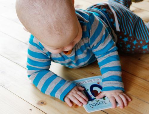 """10 Monate Jona – Krabbeln, Laufen, """"Geschwisterstreit"""""""