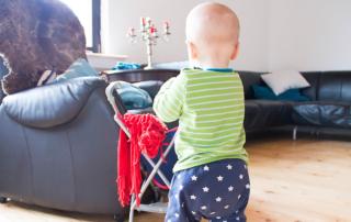 1 Jahr Jona – freies Laufen, Familienbett und Gute-Laune-Baby