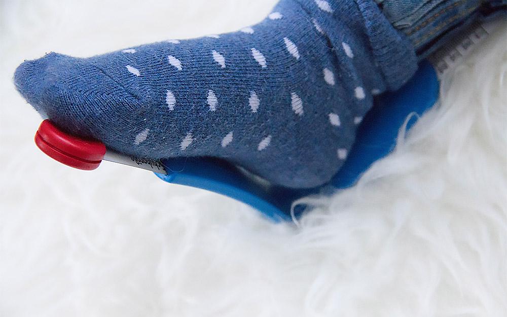 Kinderfüße mit Fußmessgerät Plus 12 vermessen
