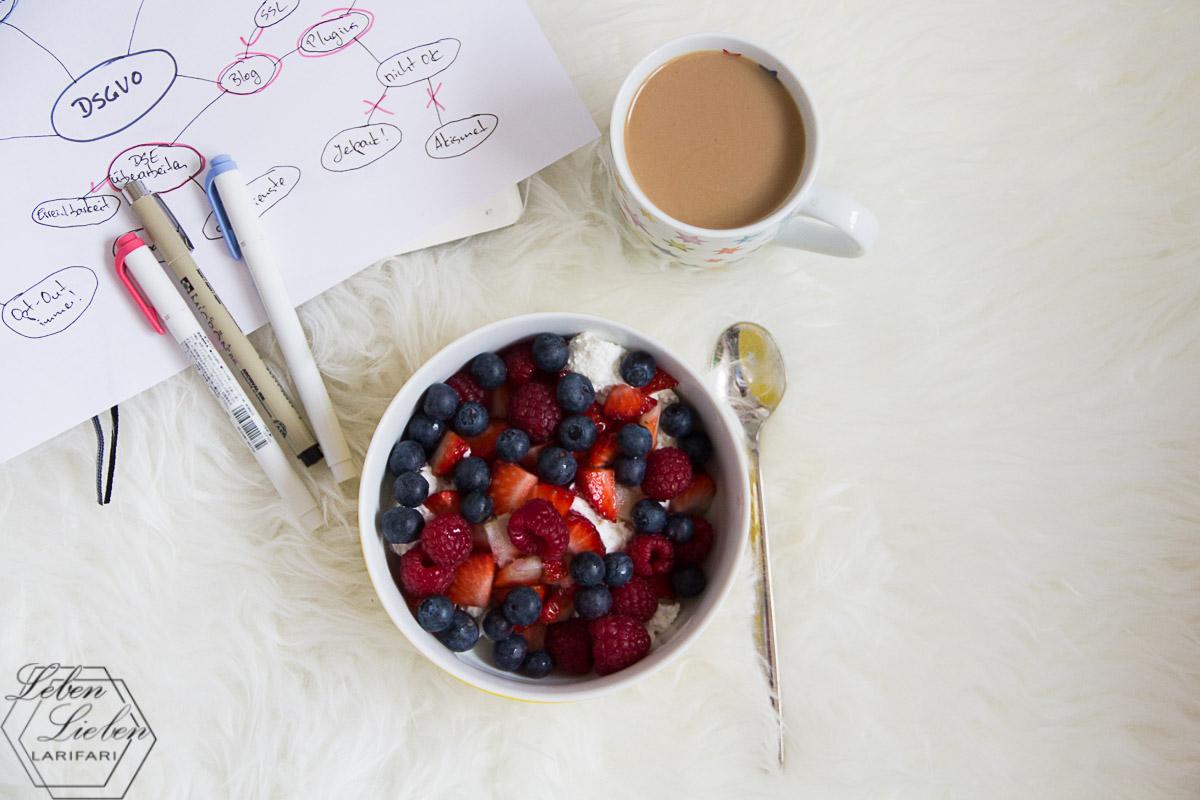 spätes Frühstück und Arbeit am Blog bzgl. DSGVO
