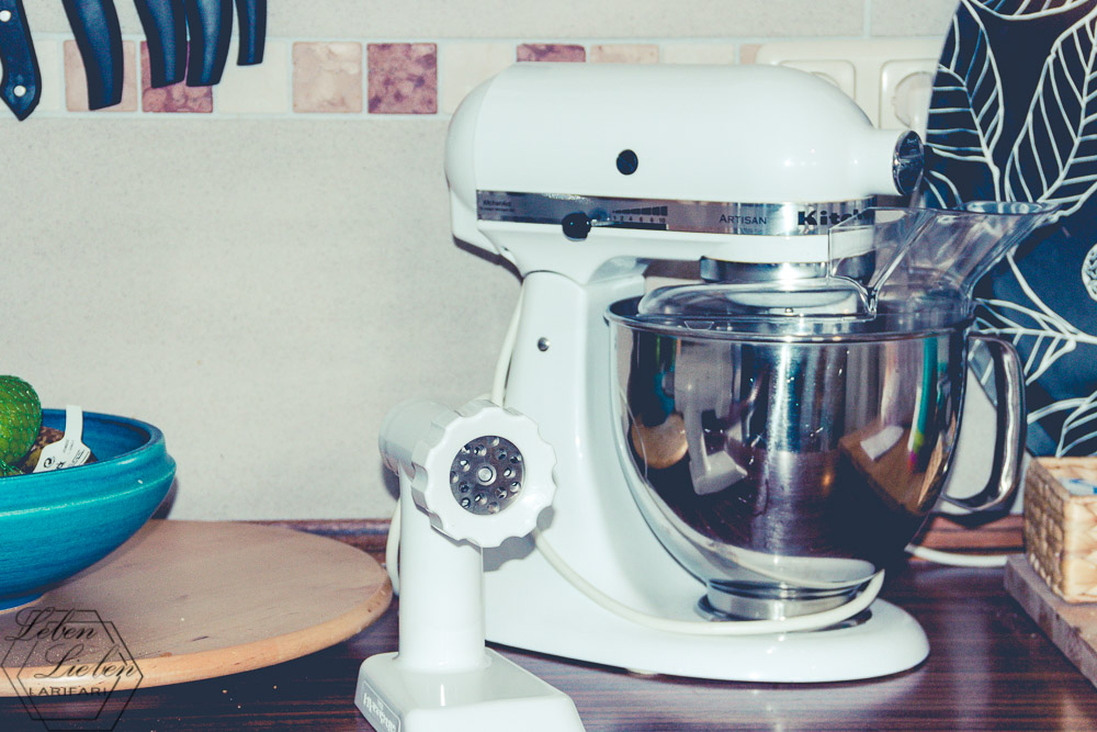 Küchenmaschine steht