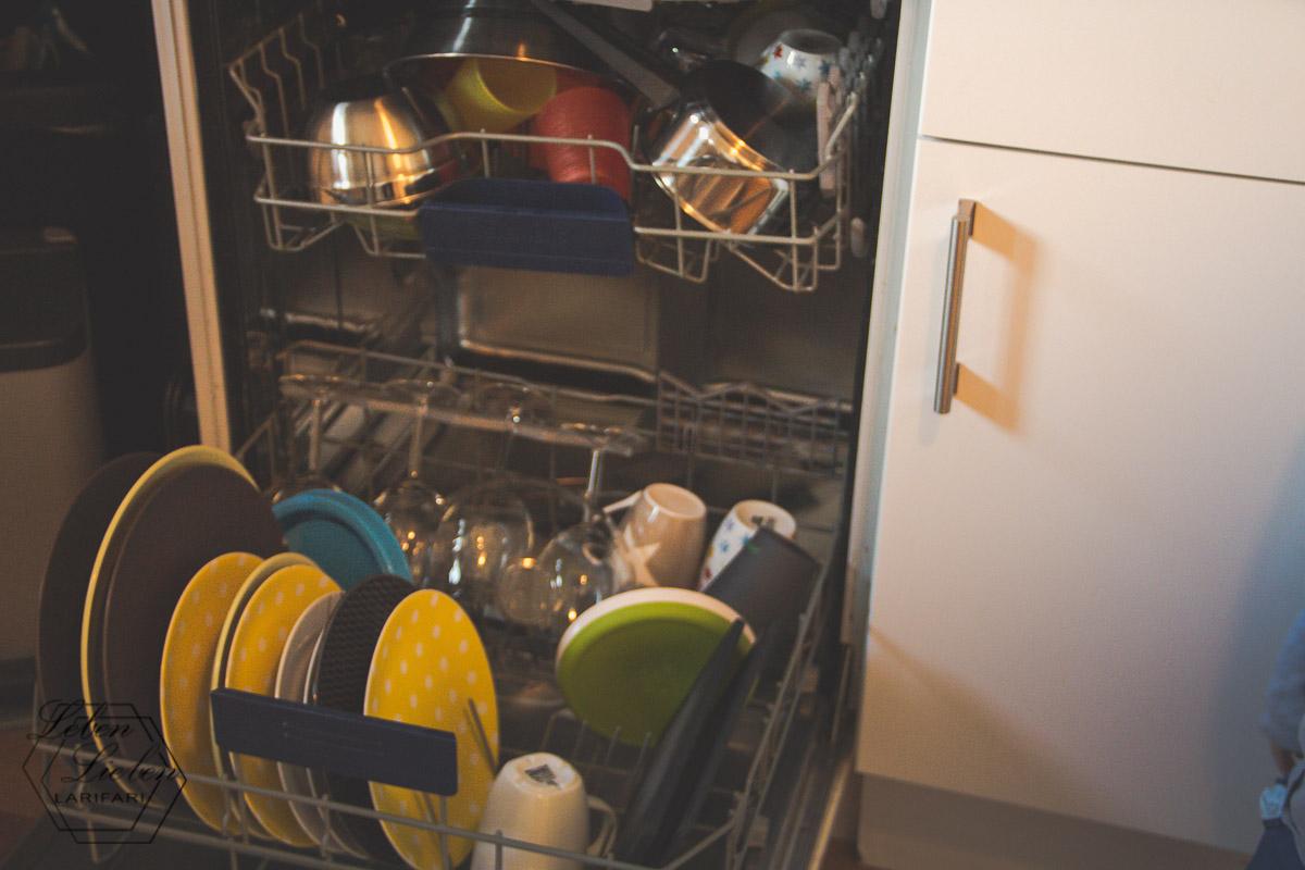 Spülmaschine ausräumen und neu einräumen