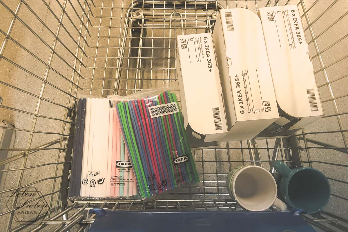 Einkauf beim Möbelschweden: nur das nötigste