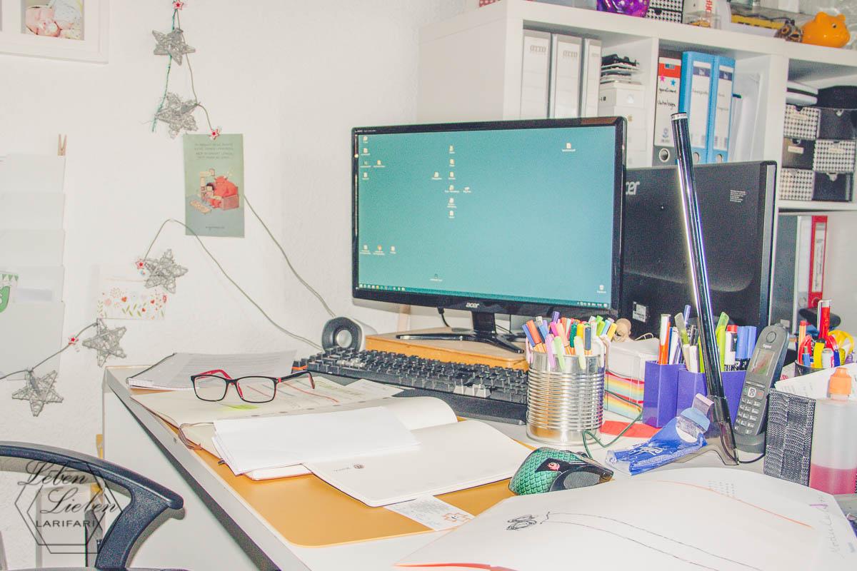 PC-Arbeit, es ist viel zu tun
