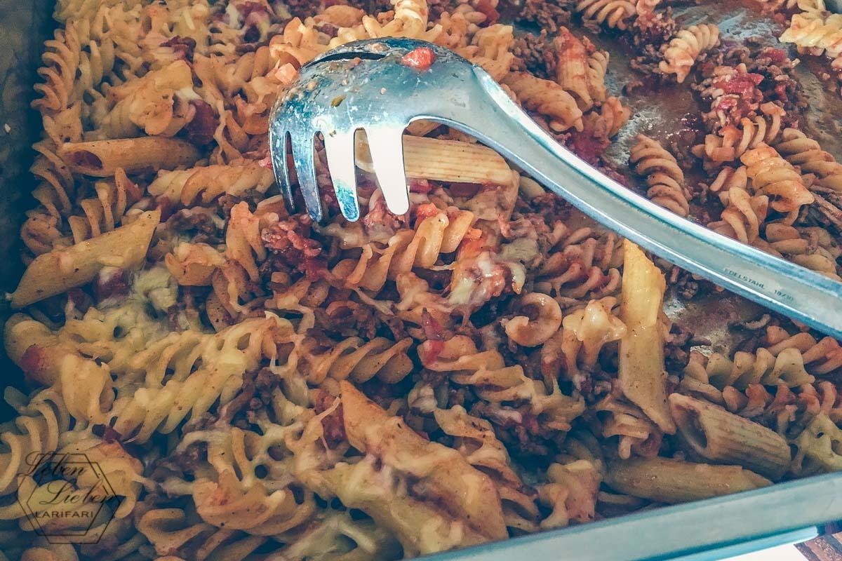 Mittagessen: Bolognese-Auflauf