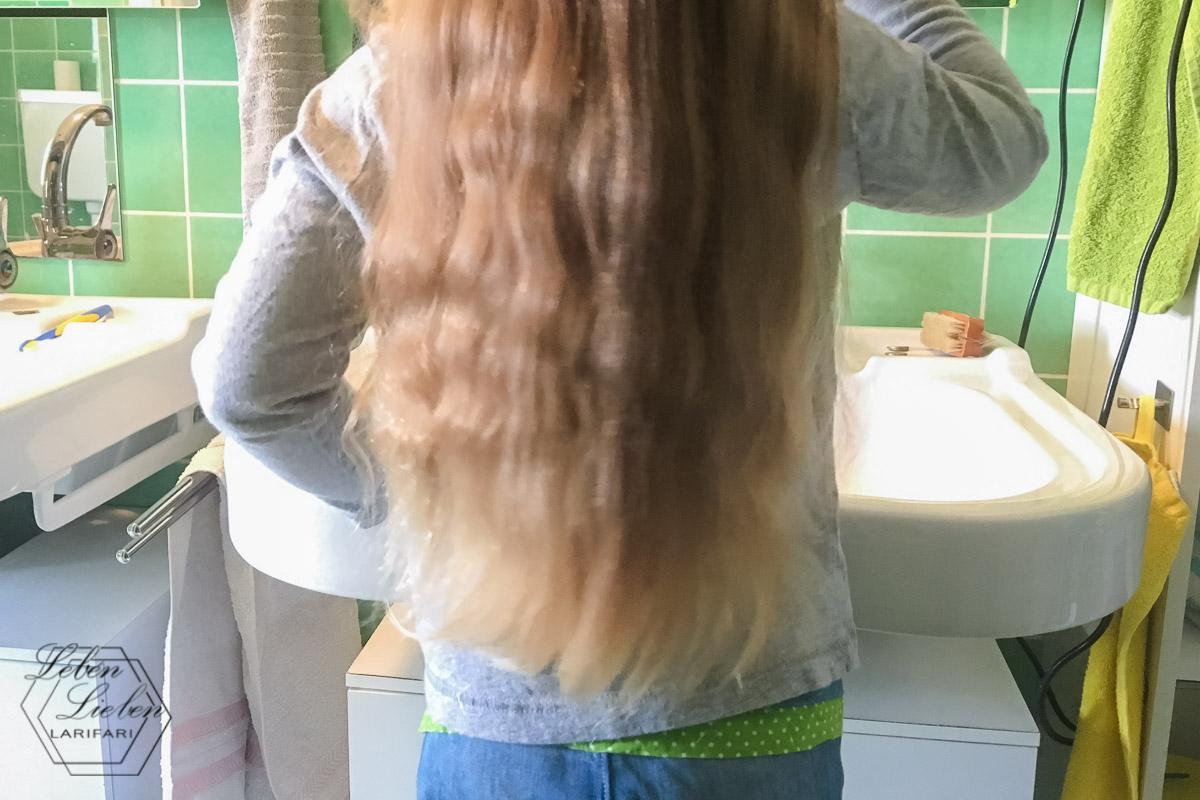 Lotte macht sich fertig: Zähne putzen & Haare machen