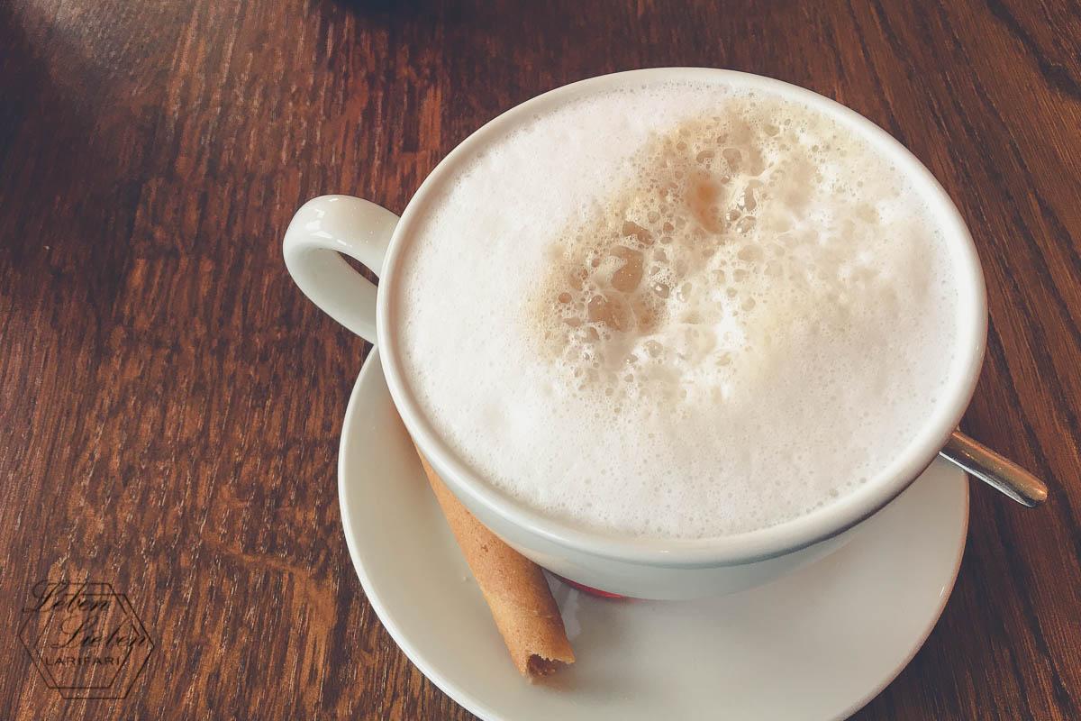 Date mit dem Mann: auf einen Kaffee