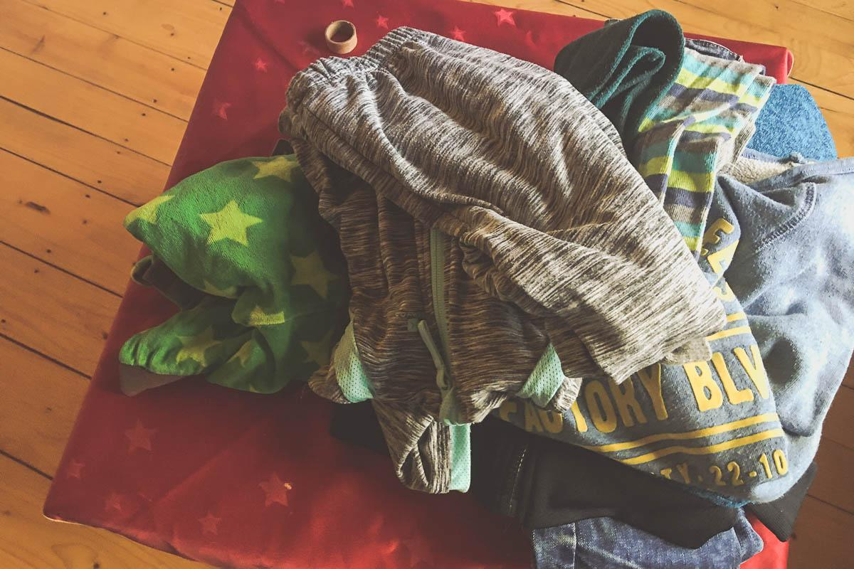 Klamotten gucken mit Jona - er ist begeistert