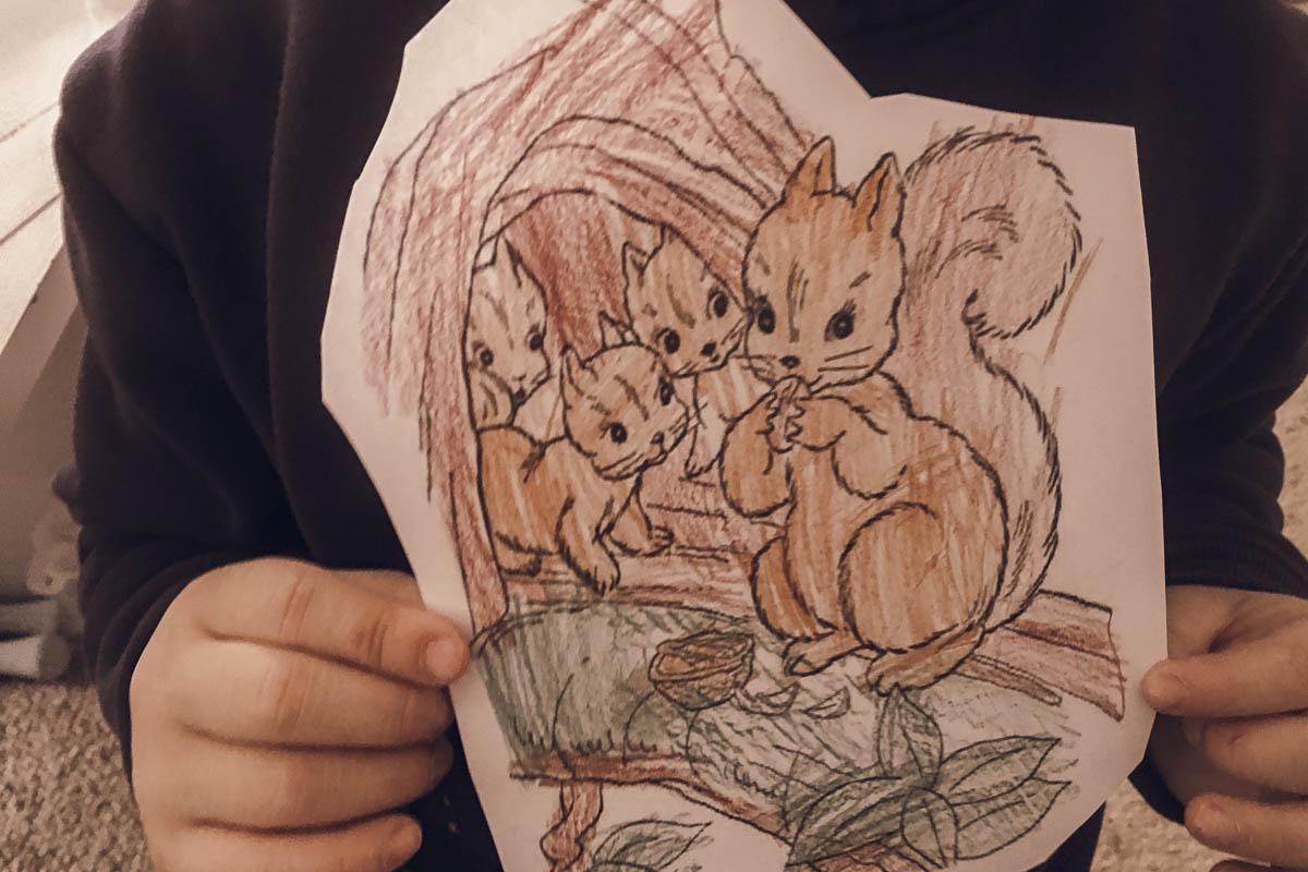 Das Mittelkind malte Eichhörnchen aus