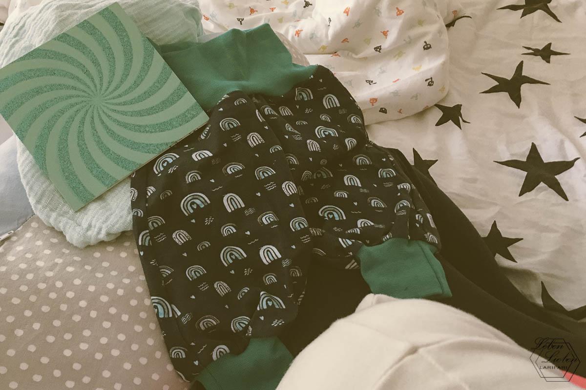 Babyhose und Karte für das Baby