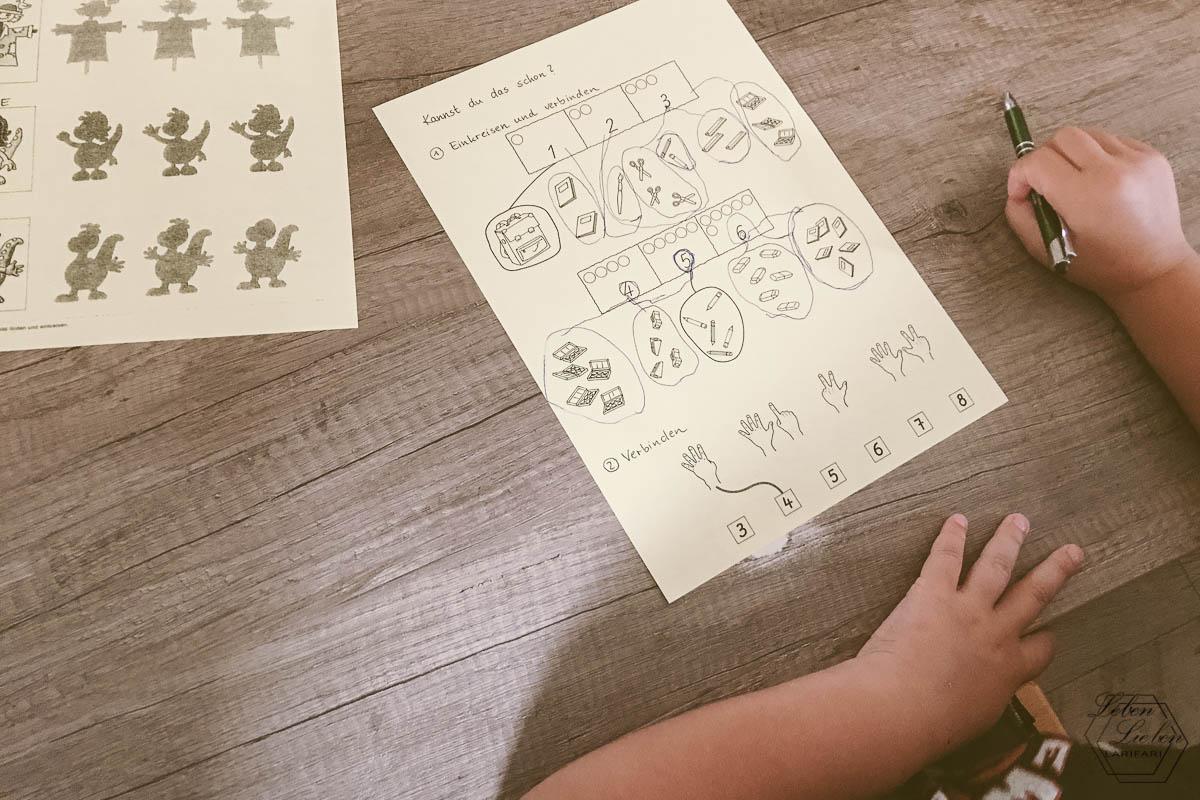 Mittelkind macht Vorschulaufgaben