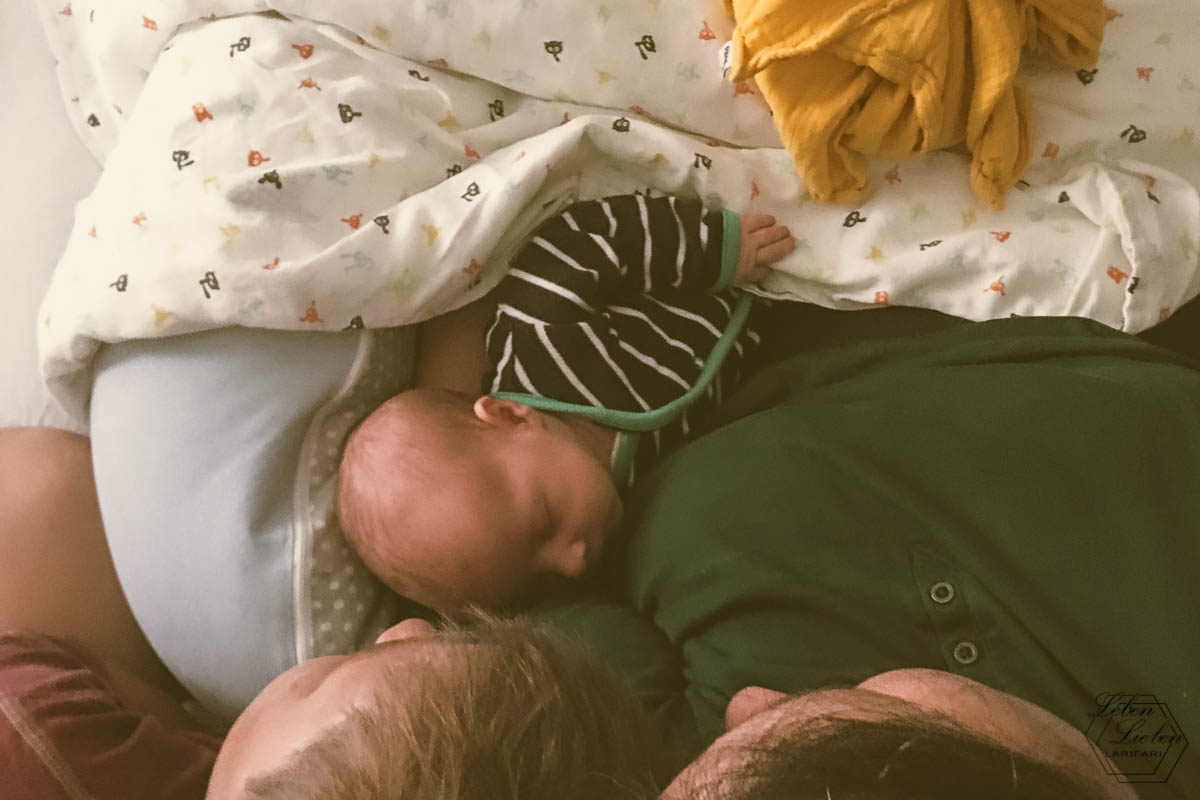 Kuscheln mit 2 Kindern