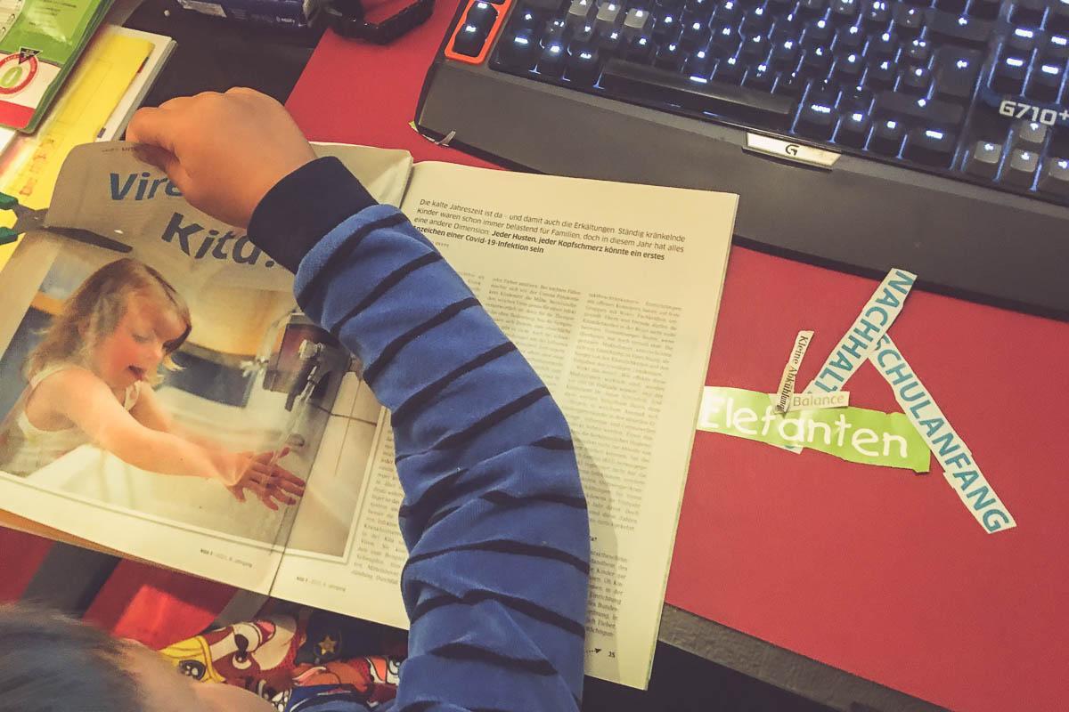 Das Schulkind macht Hausaufgaben